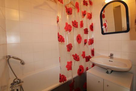 Rent in ski resort Studio sleeping corner 4 people (019CL) - Résidence Home Club 1 - Tignes - Bath-tub