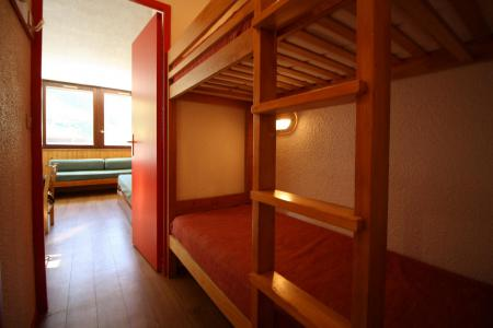 Rent in ski resort 2 room apartment sleeping corner 6 people (237CL) - Résidence Home Club 2 - Tignes - Bunk beds