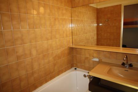 Rent in ski resort Studio sleeping corner 4 people (201CL) - Résidence Home Club 2 - Tignes - Bath-tub