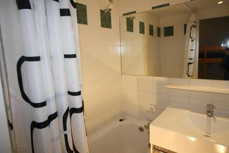 Rent in ski resort Studio sleeping corner 4 people (211CL) - Résidence Home Club 2 - Tignes - Bath-tub
