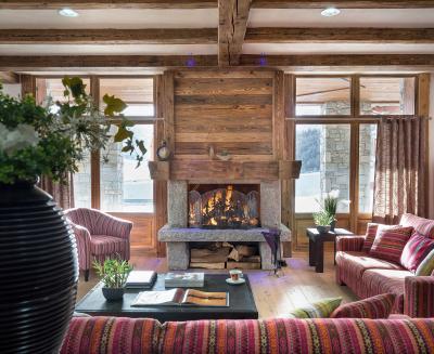 Rent in ski resort Résidence Kalinda Village - Tignes - Fireplace