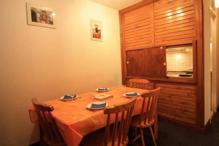 Rent in ski resort 2 room apartment 6 people (A9CL) - Résidence le Prariond A - Tignes - Table