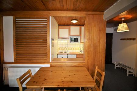 Rent in ski resort 2 room apartment 4 people (A6CL) - Résidence les Roches Rouges A - Tignes - Table