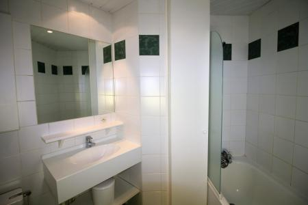 Rent in ski resort Studio sleeping corner 4 people (C6CL) - Résidence les Roches Rouges C - Tignes - Shower