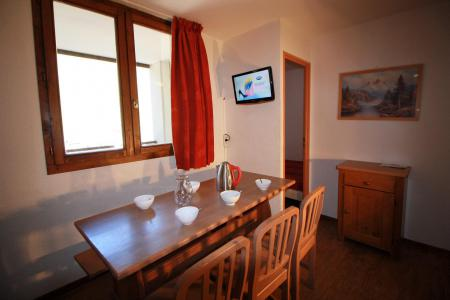 Rent in ski resort 2 room apartment cabin 6 people (111CL) - Résidence Rond Point des Pistes - Tignes - Table