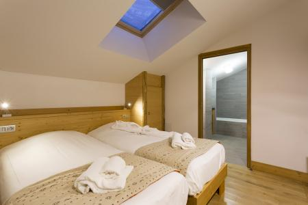 Rent in ski resort Résidence Santa Terra - Tignes - Bedroom under mansard