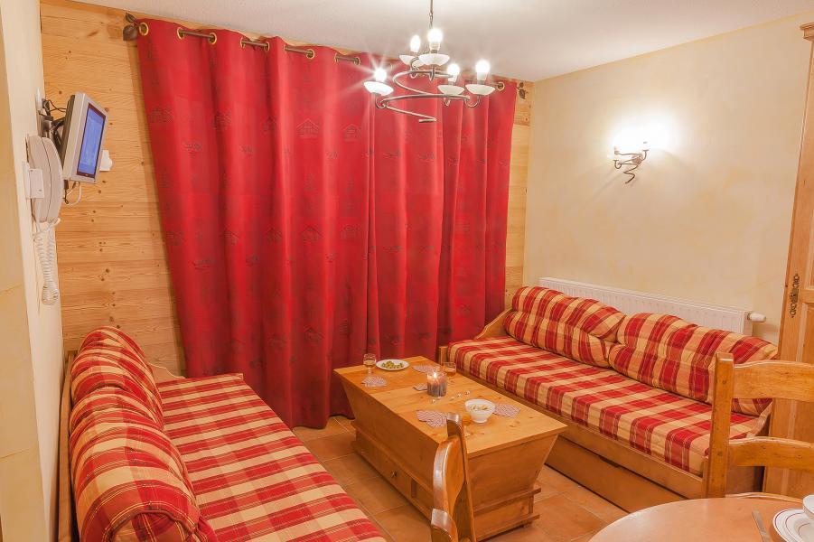 Rent in ski resort Les Balcons de Val Cenis Village - Val Cenis - Settee