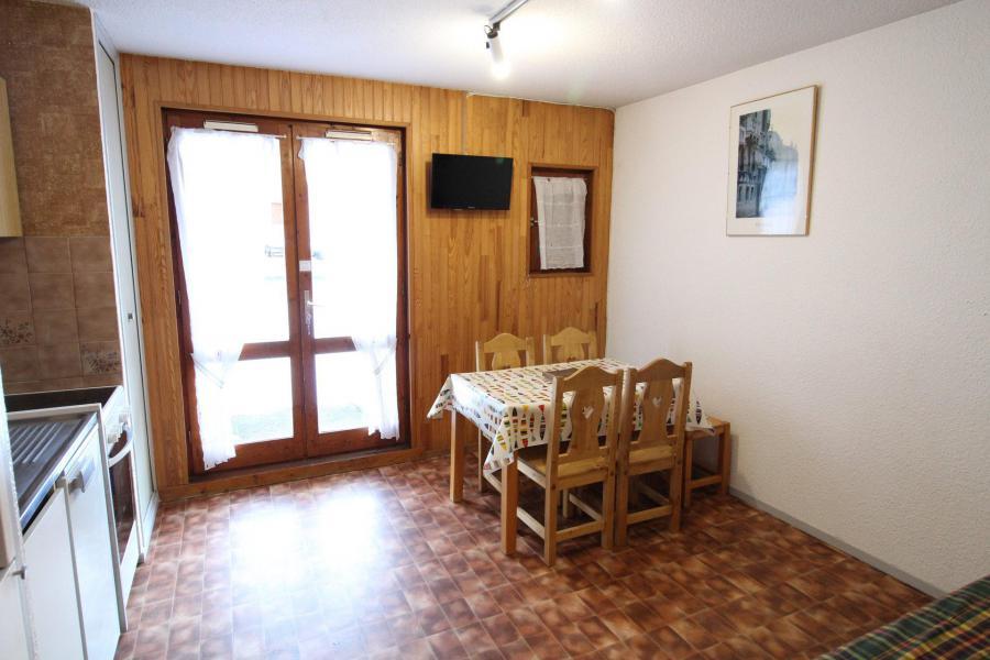 Location au ski Appartement 2 pièces 4 personnes (005) - Résidence Chevallier - Val Cenis - Table
