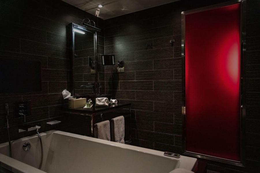 Rent in ski resort Avenue Lodge Hôtel - Val d'Isère - Bathroom