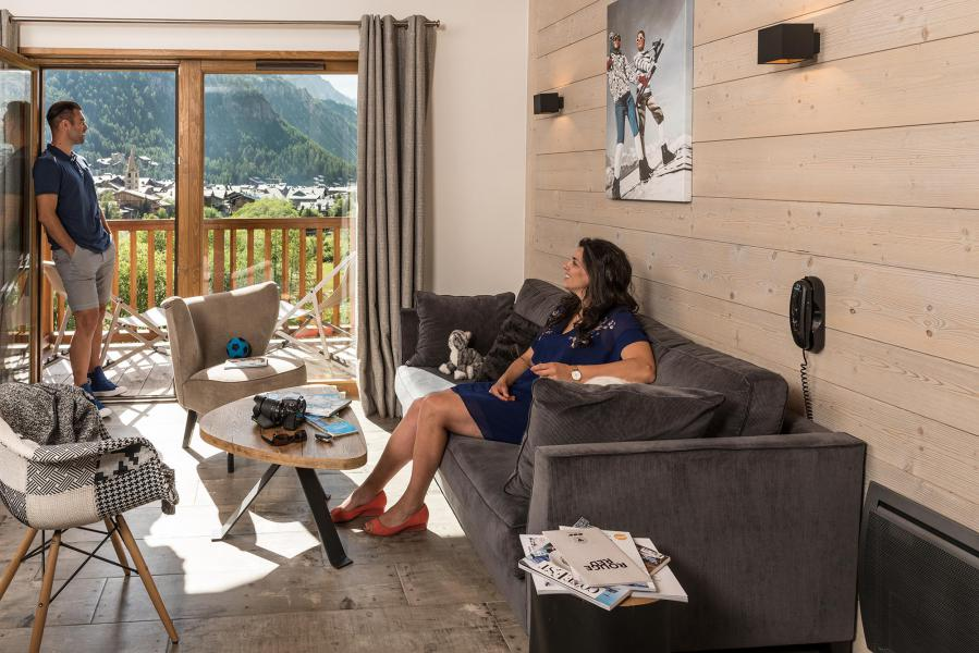 Rent in ski resort Chalet Skadi - Val d'Isère - Living room