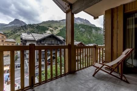 Rent in ski resort Résidence Alpina Lodge - Val d'Isère - Balcony