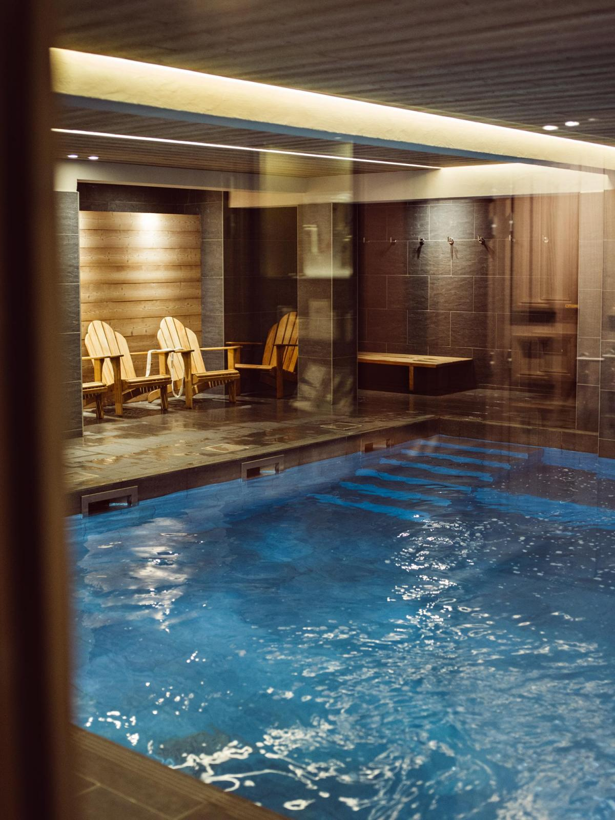 Chambre confort piste 2 personnes val thorens alpes for Piscine val thorens