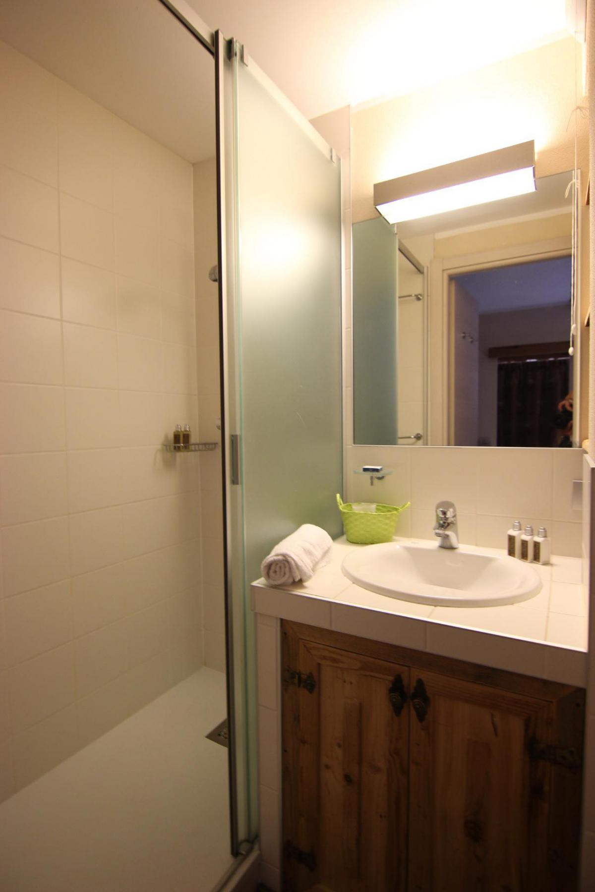 Location au ski Studio cabine 4 personnes (412) - La Residence Altineige - Val Thorens - Canapé