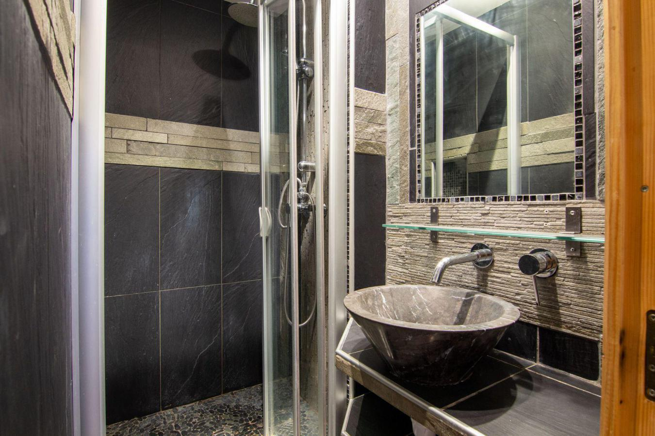 Location au ski Appartement 3 pièces cabine 6 personnes (B22) - Residence Hauts De Chaviere - Val Thorens - Coin repas