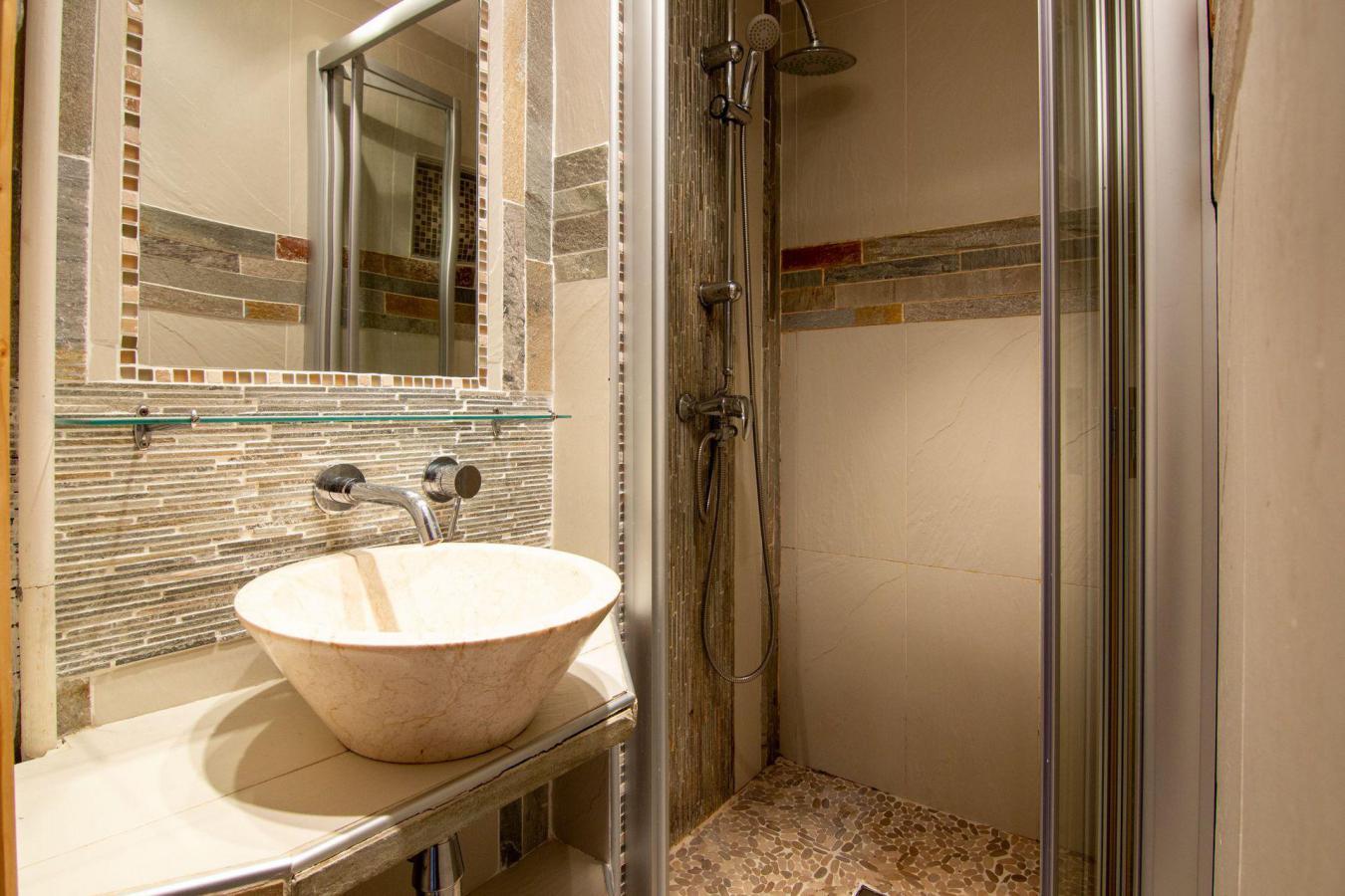 Location au ski Appartement 3 pièces cabine 6 personnes (B22) - Residence Hauts De Chaviere - Val Thorens - Douche