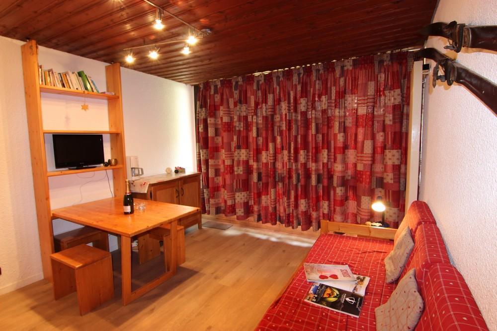 Location au ski Studio 2 personnes (B9) - Residence Le Serac - Val Thorens - Canapé