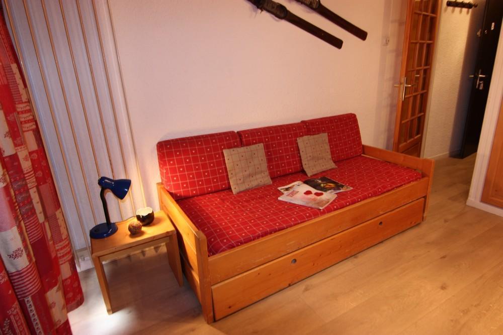 Location au ski Studio 2 personnes (B9) - Residence Le Serac - Val Thorens - Table