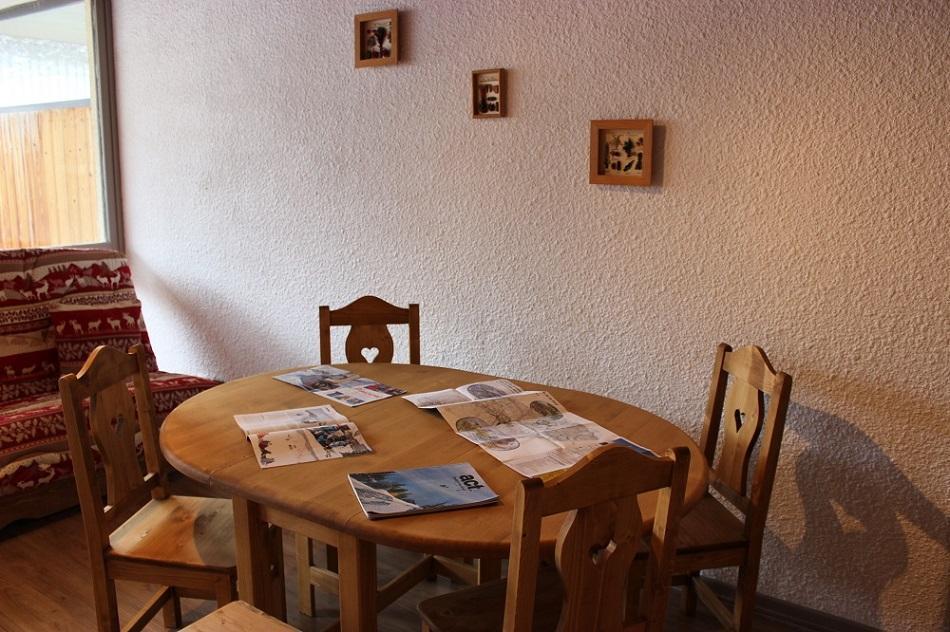 Location au ski Studio cabine 5 personnes (V6) - Residence Le Serac - Val Thorens - Table