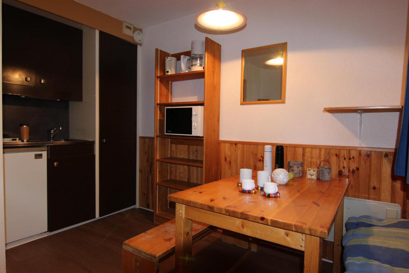 Location au ski Studio 2 personnes (145) - Residence Roche Blanche - Val Thorens - Table