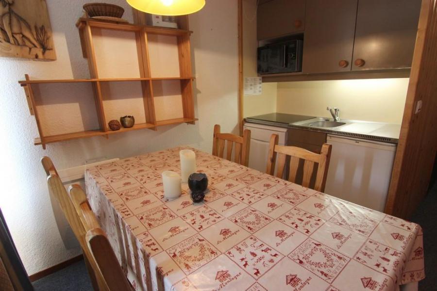Location au ski Studio cabine 4 personnes (2) - Résidence l'Orsière - Val Thorens - Canapé