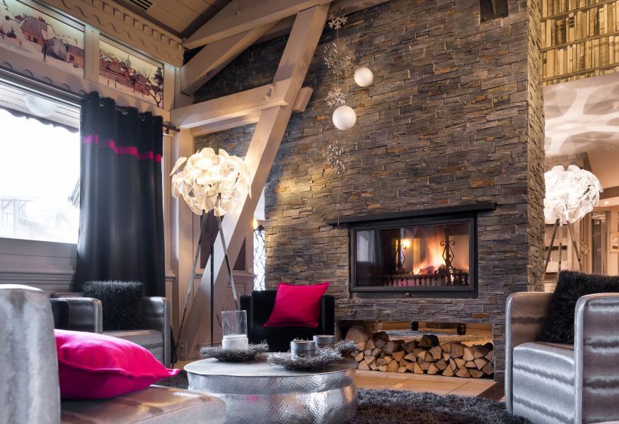 Аренда на лыжном курорте Résidence Village Montana - Val Thorens - Камин