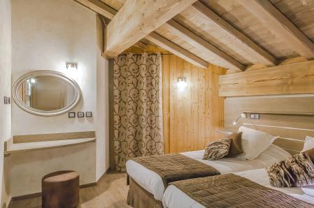 Rent in ski resort Les Balcons Platinium - Val Thorens - Bedroom under mansard