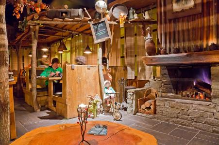 Rent in ski resort Les Balcons Platinium - Val Thorens - Fireplace