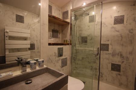 Rent in ski resort Studio cabin 4 people (12H) - Les Temples du Soleil Cuzco - Val Thorens - Shower room