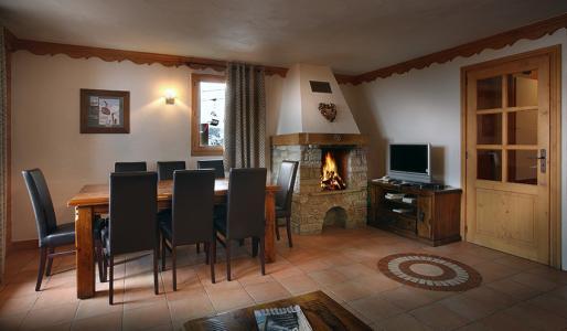 Rent in ski resort Résidence Chalet des Neiges Plein Sud - Val Thorens - Fireplace