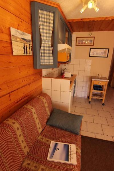 Location au ski Studio coin montagne 3 personnes (30) - Residence Hauts De Chaviere - Val Thorens - Canapé