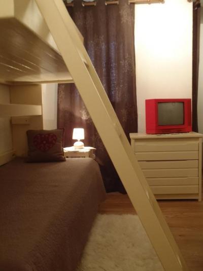 Location au ski Studio cabine 4 personnes (13) - Residence Le Joker - Val Thorens - Canapé