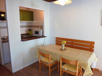 Location au ski Studio cabine 4 personnes (L4) - Residence Le Serac - Val Thorens - Coin repas