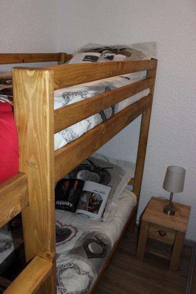 Location au ski Studio cabine 5 personnes (V6) - Residence Le Serac - Val Thorens - Chambre mansardée