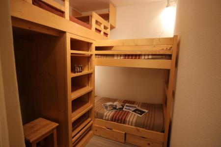 Rent in ski resort 2 room apartment 4 people (677) - Résidence Vanoise - Val Thorens - Table