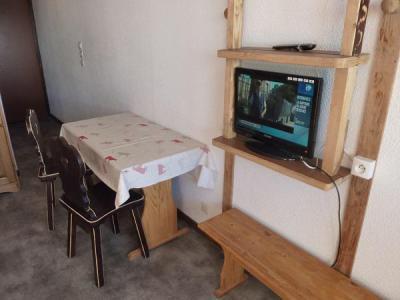 Rent in ski resort Studio 2 people (158) - Résidence Vanoise - Val Thorens - Table