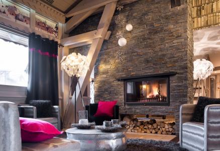 Rent in ski resort Résidence Village Montana - Val Thorens - Fireplace