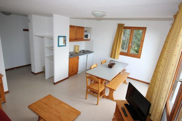 Appartement 3 pi ces 6 personnes j24 valfr jus alpes for Table sae j 300 th 1999