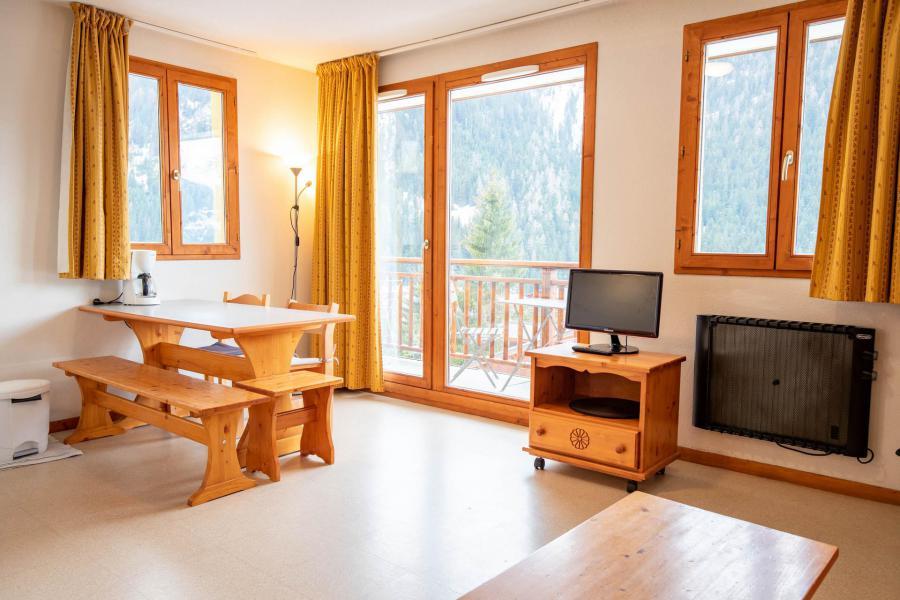 Аренда на лыжном курорте Апартаменты 2 комнат кабин 6 чел. (J12) - Chalets d'Arrondaz - Valfréjus - Салон