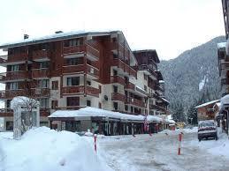 Vacances en montagne La Résidence Chavière - Valfréjus - Extérieur hiver