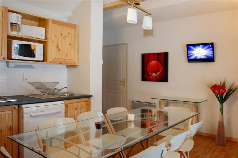 Rent in ski resort Les Chalets de Florence - Valfréjus - Dining area