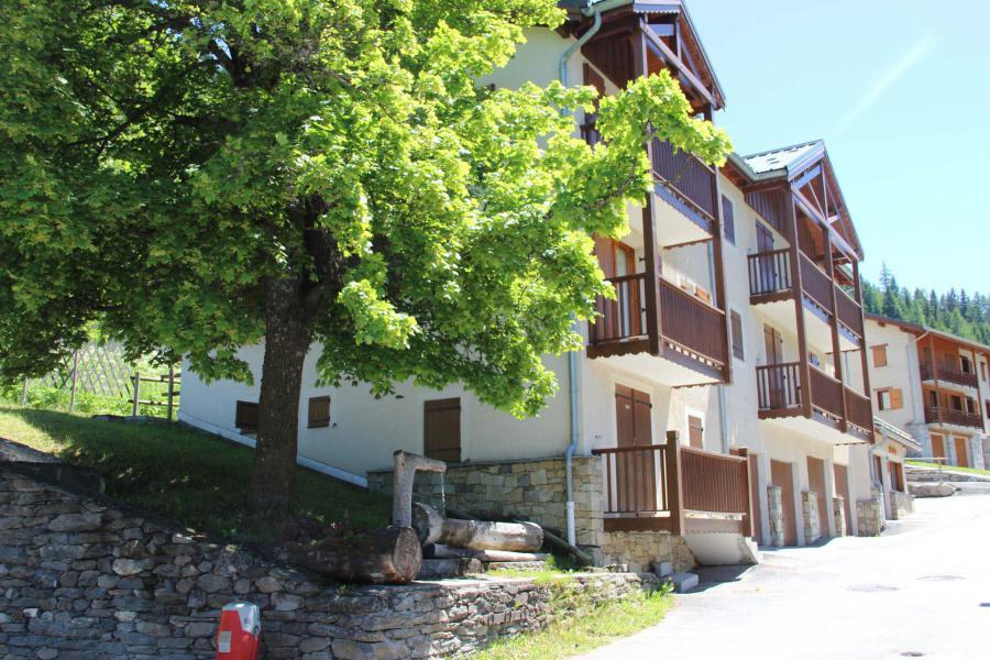 Vacances en montagne Résidence le Belvédère Busseroles - Valfréjus - Extérieur hiver