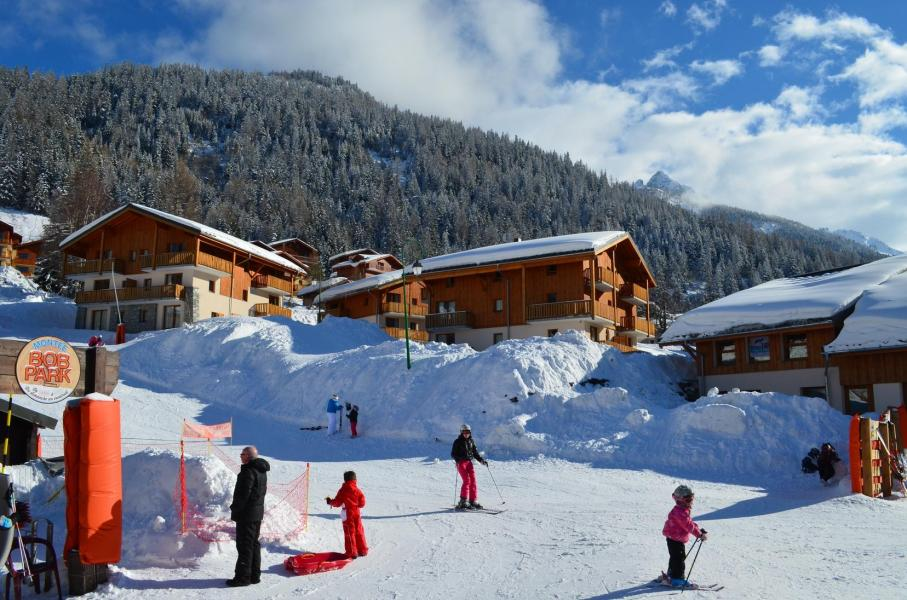 Soggiorno sugli sci Résidence les Chalets de la Ramoure - Valfréjus - Esteriore inverno