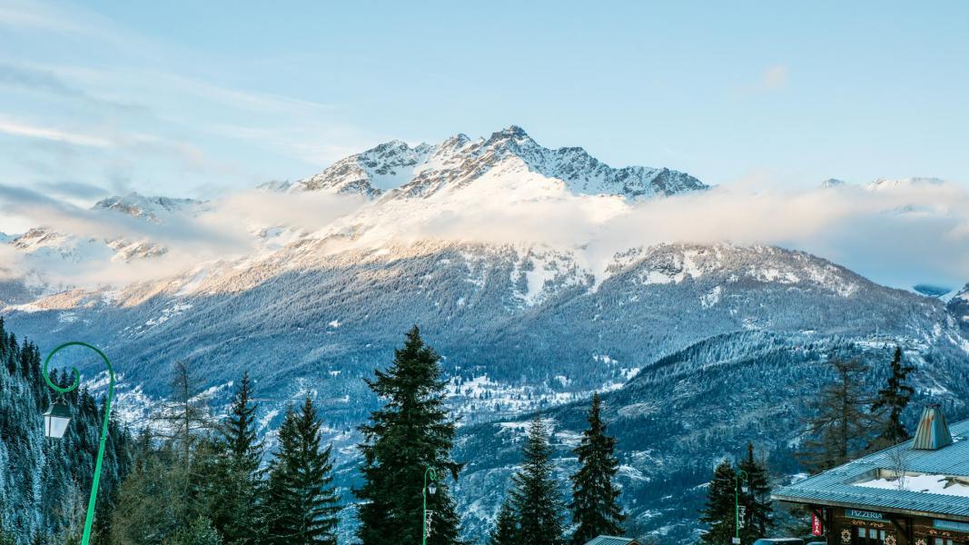 Vacances en montagne Résidence les Chalets de la Ramoure - Valfréjus - Extérieur hiver