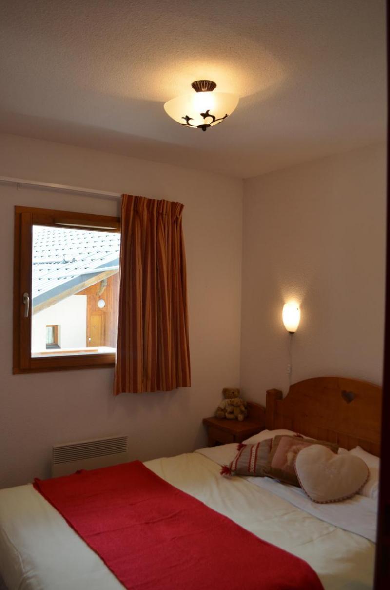Location au ski Residence Les Chalets De La Ramoure - Valfréjus - Chambre