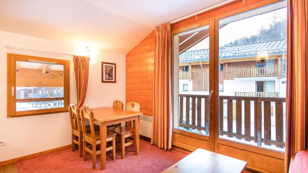 Аренда на лыжном курорте Résidence les Chalets de la Ramoure - Valfréjus - Стол