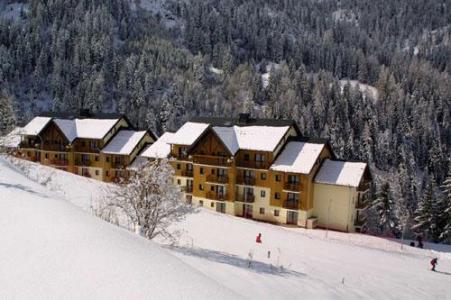 Location au ski Les Chalets Du Thabor - Valfréjus - Extérieur hiver