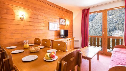 Rent in ski resort Résidence la Turra - Valfréjus - Table