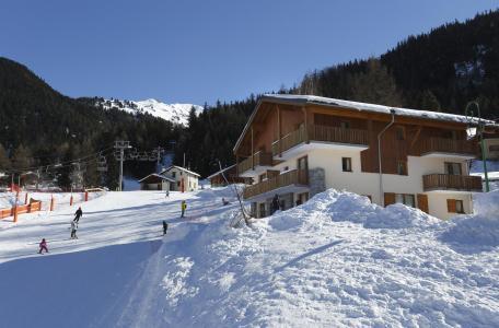 Location au ski Residence Les Chalets De La Ramoure - Valfréjus - Extérieur hiver