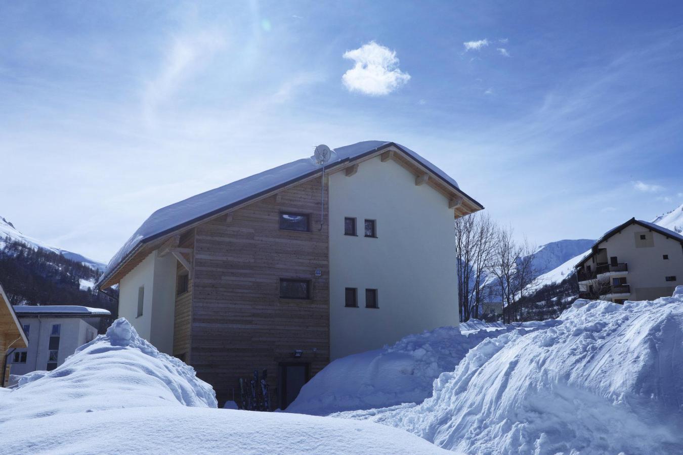 Accommodation Les Chalets Du Grand Galibier