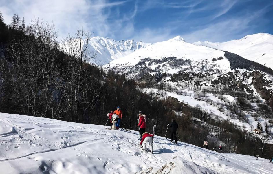 Rent in ski resort Chalet Les Lions Blancs - Valloire - Winter outside